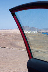 Spain, Fuerteventura, view through car door to Puerto de la Cruz - VI000189