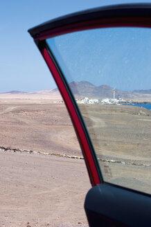 Spain, Fuerteventura, view through car door to Puerto de la Cruz - VI000189