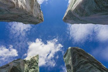 Germany, Baden-Wuerttemberg, Remseck, erratic blocks, stones, quarz, solitary stone - WDF002115