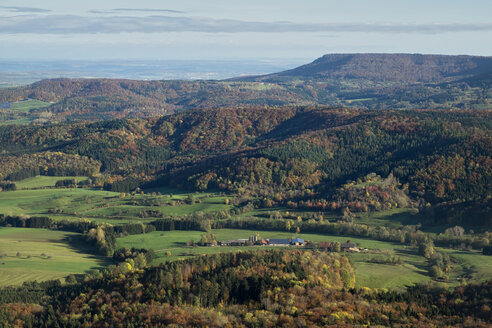Germany, Baden Wuerttemberg, landscape, forest in autumn, view to Albtrauf - ELF000667