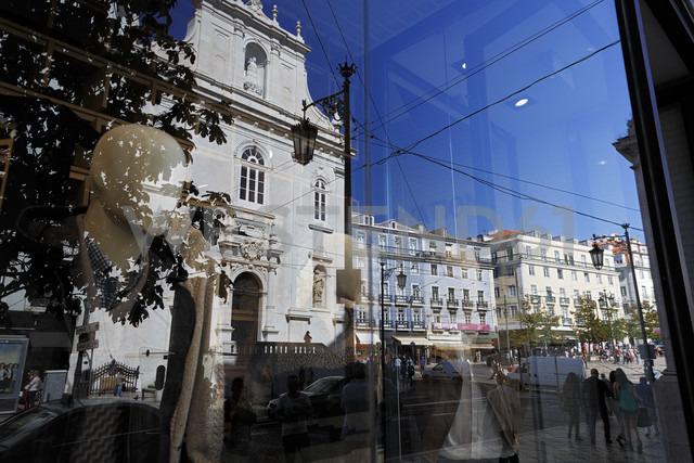 Portugal, Lisbon, Chiado, Praca Luis de Camoes, shopwindow, reflection of Igreja do Loreto - BI000177
