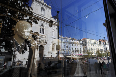 Portugal, Lisbon, Chiado, Praca Luis de Camoes, shopwindow, reflection of Igreja do Loreto - BI000177