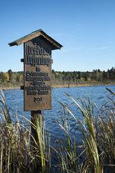 Germany, Baden Wuerttemberg, Villingen-Schwenningen, sign Neckar spring at Schwenninger Moos Nature Reserve - EL000680