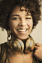 Portrait of female Afro-American with headphones - NGF000054