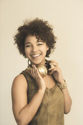 Portrait of smiling female Afro-American with headphones - NGF000057