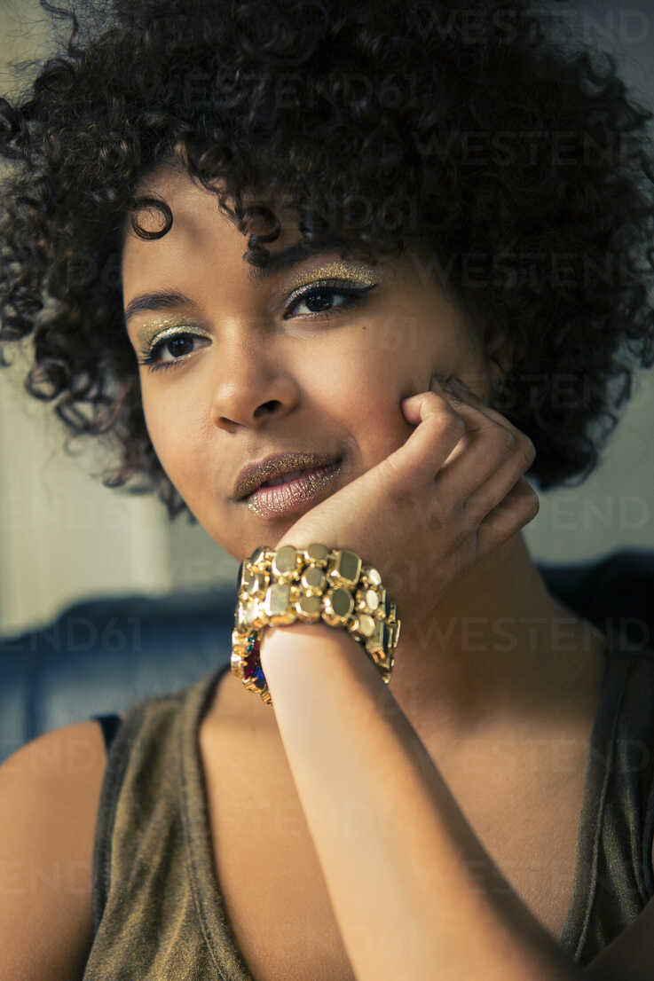 Portrait of female Afro-American with golden make up and bracelet - NG000063 - Nadine Ginzel/Westend61