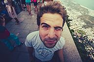 Brazil, Rio de Janeiro, Corcovado, Man twinkling his eye - AMCF000012