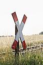 Germany, North Rhine-Westphalia, Muenster, railway crossing sign at railway crossing - MSF003154