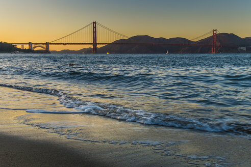 USA, California, San Francisco, Golden Gate Bridge at twilight - ABAF001094