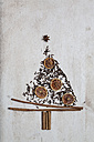 Christmas tree shaped by cinnamon sticks, star anise, cloves and dried orange slices - SBDF000352