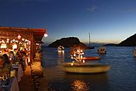 Turkey, Bodrum, Guemuesluek, Fish restaurant at night - SIE004863