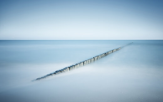 Germany, Mecklenburg-Western Pomerania, Usedom, breakwater in the sea, long exposure - WAF000039