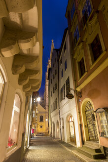 Germany, Bavaria, Regensburg, Alley at night - SJF000076