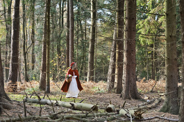 Girl masquerade as Red Riding Hood on the move in the wood - CLPF000034