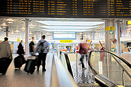 Germany, Passengers at Hanover Airport - BI000189