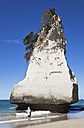 New Zealand, Coromandel Peninsula, Cathedral Cove, tourist at Te Hoho Rock - GWF002438