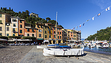 Italy, Liguria, Portofino, View of harbour - AMF001501