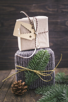 Christmas gift wrapped in knitted gift wrap - ECF000413