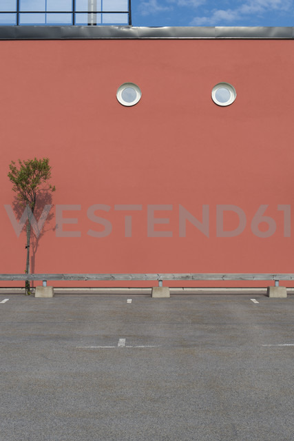Sweden, Karlskrona, facade with two oculus - VI000220 - visual2020vision/Westend61