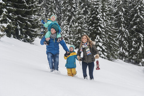Austria, Salzburg Country, Altenmarkt-Zauchensee, Family walking in snow - HHF004662