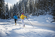 Austria, Salzburg Country, Altenmarkt-Zauchensee, Young couple cross-country skiing - HHF004653