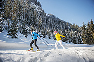 Austria, Salzburg Country, Altenmarkt-Zauchensee, Young couple cross-country skiing - HHF004657