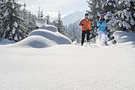 Austria, Salzburg State, Altenmarkt-Zauchensee, Couple snowshoeing in winter landscape - HHF004690