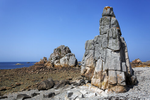 France, Bretagne, Plougrescant, Rock formations at the coast - BIF000236