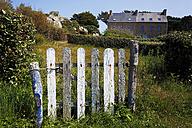 France, Bretagne, Plougrescant, Garden gate - BI000238