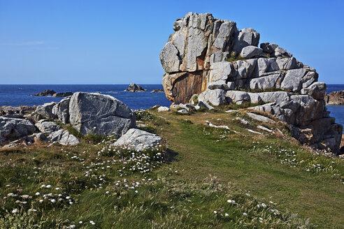 France, Bretagne, Plougrescant, Rock formations at the coast - BIF000241