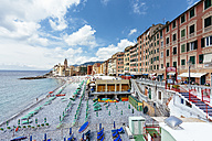 Italy, Liguria, Camogli, View of the lido and church of Santa Maria Assunta - AM001513