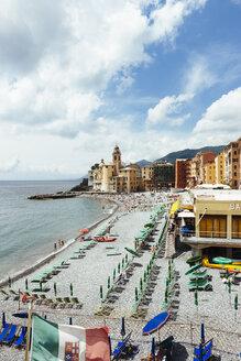 Italy, Liguria, Camogli, View of the lido and church of Santa Maria Assunta - AMF001522