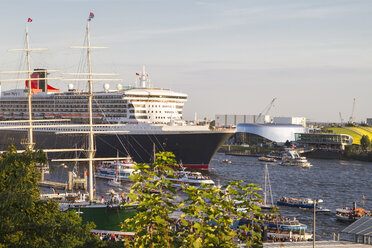Germany, Hamburg, Port of Hamburg, St. Pauli Landing Stages, Queen Mary 2 passing by - KRP000052