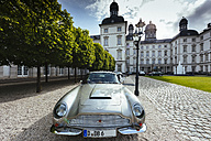 Germany, North Rhine-Westphalia, Bergisch Gladbach, Aston Martin DB6 in front of the Grandhotel Schloss Bensberg - AM001527