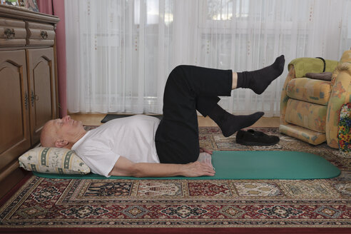 Old man making exercises in his living room - LAF000377