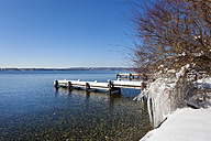 Germany, Bavaria, Starnberg lake, view to snow covered pier - HSIF000315