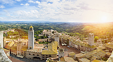 Italy, Tuscany, San Gimignano, view to city - HSIF000326