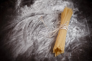 Spaghetti on wooden table with flour - SBDF000398