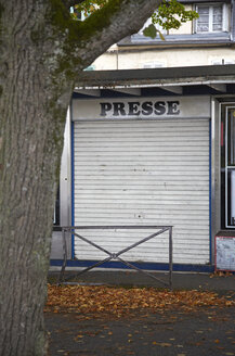 France, Burgundy, Nevers, Abandoned newspaper stand - DHL000203