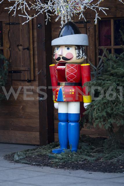 Germany, Berlin, Alexanderplatz, oversized nutcracker at christmas market - NG000050