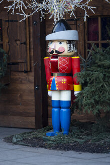 Germany, Berlin, Alexanderplatz, oversized nutcracker at christmas market - NG000050