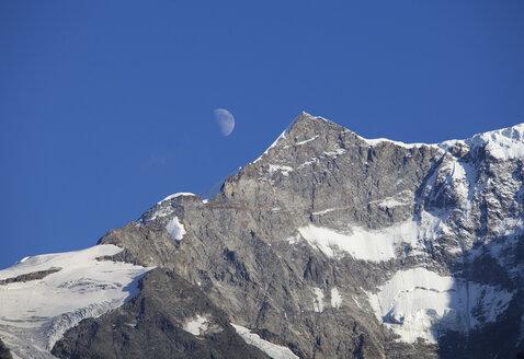 Switzerland, Bernese Oberland, Moon over Klein Fiescherhorn mountain - WWF002921