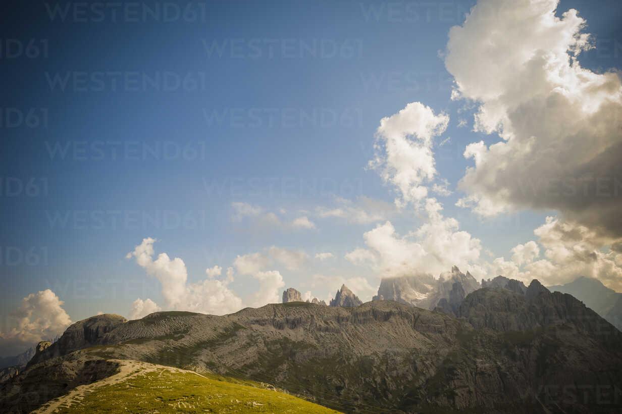 Italy, Province of Belluno, Veneto, Auronzo di Cadore, view to Tre Cime di Lavaredo - MJF000498 - Jana Mänz/Westend61
