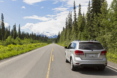 Canada, British Columbia, Car on Stewart-Cassiar Highway - FO005450