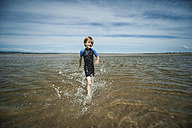 UK, Scotland, Burghead Bay, Boy running in water - PAF000149