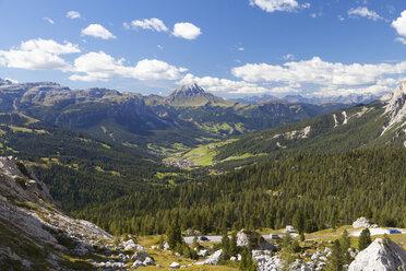 Italy, Veneto, Valparola Pass, Mountain road at Fanes Group - WWF003041