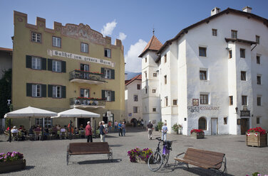 Italy, South Tyrol, Vinschgau, Glurns, Town square - WW003007