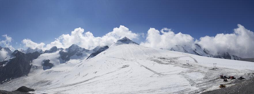 Italy, South Tyrol, Vinschgau, Ski area at Stelvio Pass - WWF003015