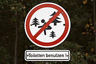 Germany, Mecklenburg-Western Pomerania, Cape Arkona, prohibition sign, use toilets - WIF000270