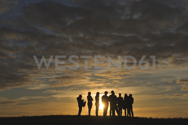France, Bretagne, Finistere, Landeda, people during sunset near Plouguerneau - LA000461
